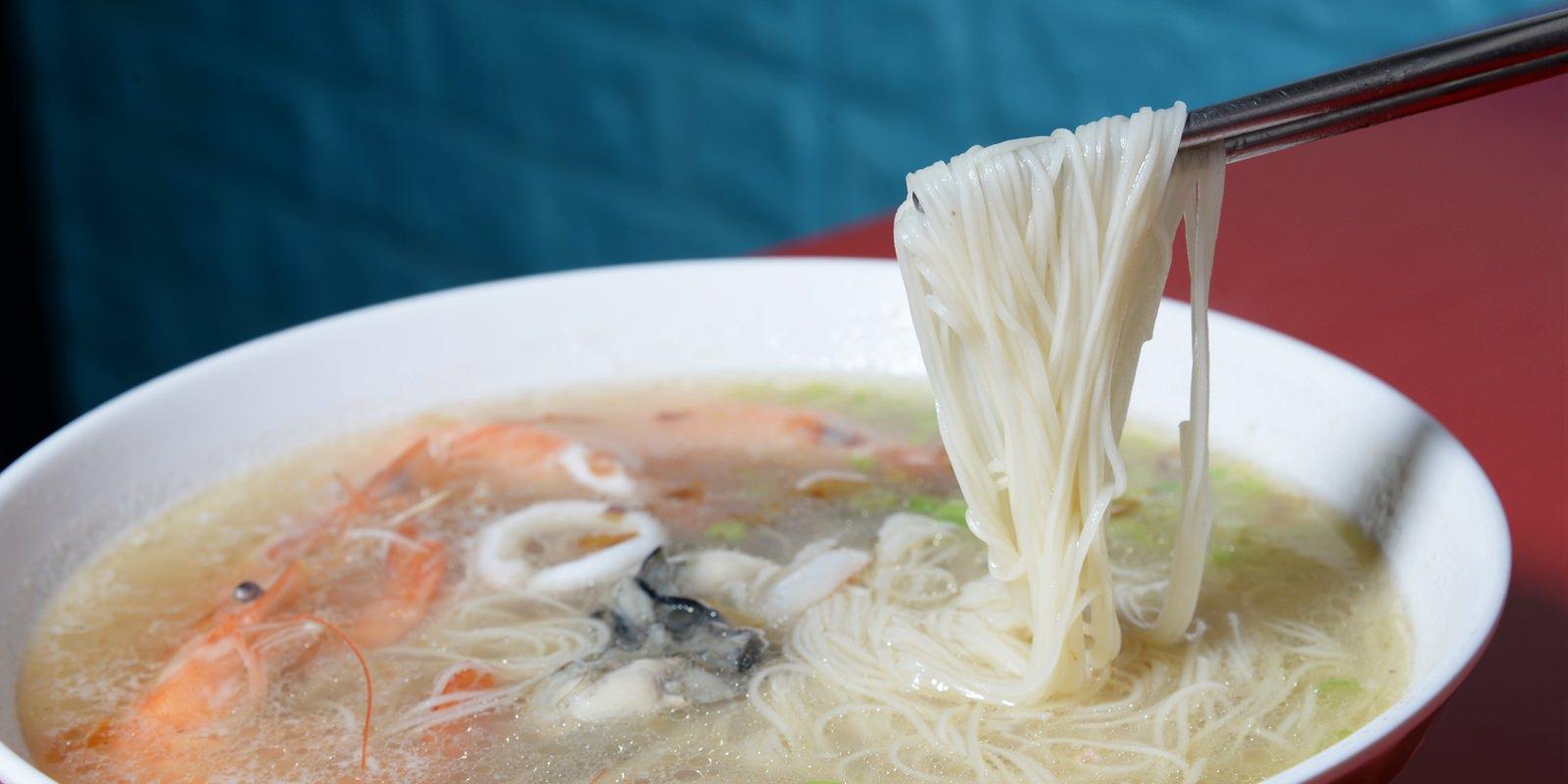 高雄三民區宵夜首選 「銘記海鮮粥」耗時熬出的鮮美湯頭